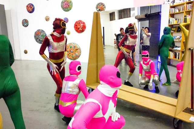 "Performance ""Super Zentai"", de Rafael Bqueer (Foto: Marcia Farias)"